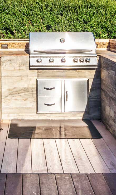 Land Master Contracting Ltd. Outdoor Kitchen
